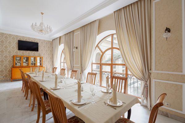 banqueting-hall-1F97EE170-DAEE-E0E2-3FAE-AC6D24FB436F.jpg