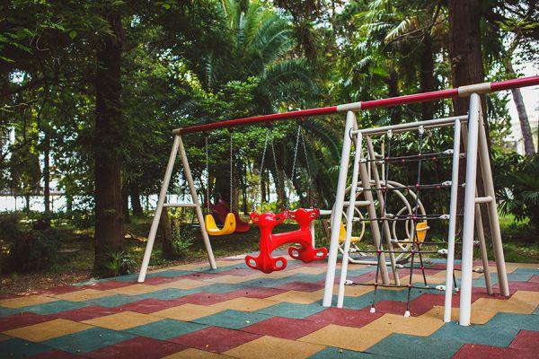 playground-1F689FAF8-FB2F-BAAC-CA0D-D3DE3E08C15D.jpg
